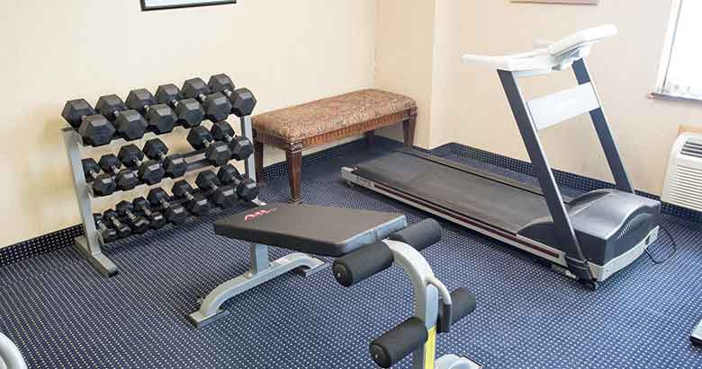 https://comfortinnanderson.com/wp-content/uploads/2017/04/fitness-center-and-exercise-room-comfort-inn-anderson-indiana.jpg