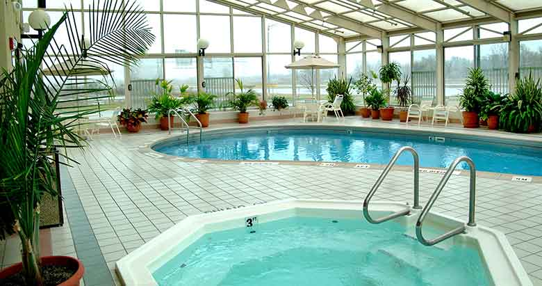 https://comfortinnanderson.com/wp-content/uploads/2017/04/indoor-heated-pool-and-whirlpool-comfort-inn-anderson-indiana.jpg