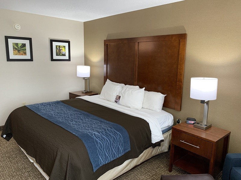 https://comfortinnanderson.com/wp-content/uploads/2019/09/accessible-queen-room-comfort-inn-anderson-indiana1.jpg.jpg