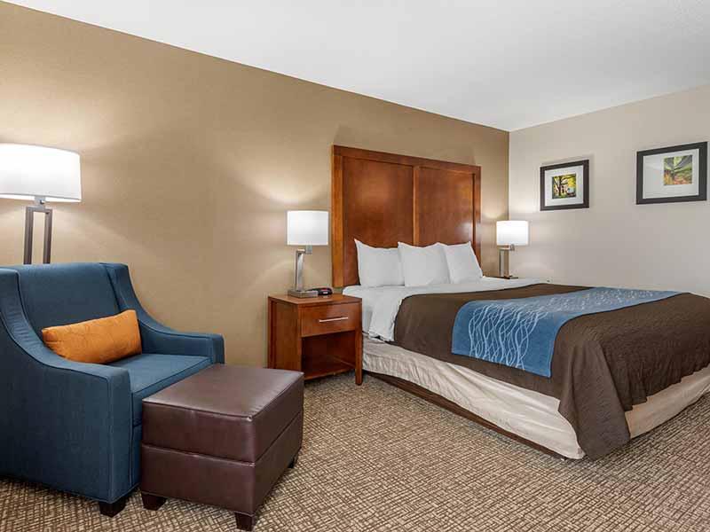 https://comfortinnanderson.com/wp-content/uploads/2019/10/Accessible-Queen-Room-Comfort-Inn-Anderson-Indiana-2.jpg
