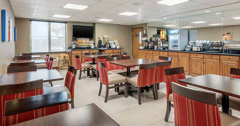 https://comfortinnanderson.com/wp-content/uploads/2019/10/Breakfast-Comfort-Inn-Anderson-Indiana-1.jpg