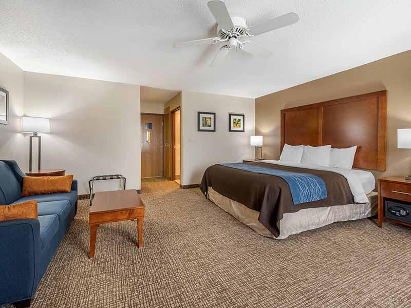 https://comfortinnanderson.com/wp-content/uploads/2019/10/Efficiency-Suite-Comfort-Inn-Anderson-Indiana-2.jpg
