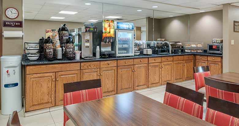 https://comfortinnanderson.com/wp-content/uploads/2019/10/Hot-Breakfast-Comfort-Inn-Anderson-Indiana-1.jpg