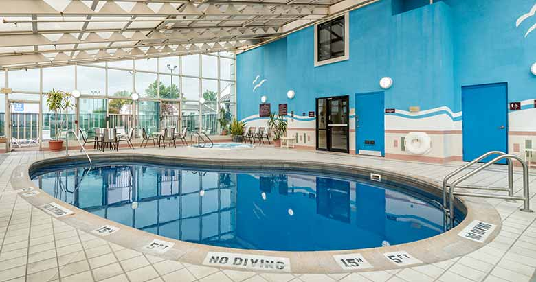 https://comfortinnanderson.com/wp-content/uploads/2019/10/Indoor-Heated-Pool-and-Whirlpool-Comfort-Inn-Anderson-Indiana-1.jpg