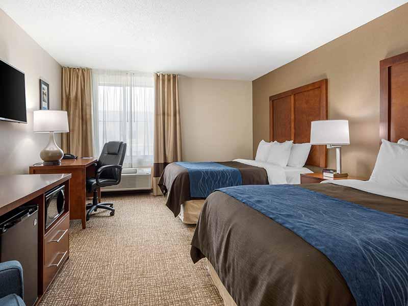 https://comfortinnanderson.com/wp-content/uploads/2019/10/Standard-Double-Double-Room-Comfort-Inn-Anderson-Indiana-2.jpg