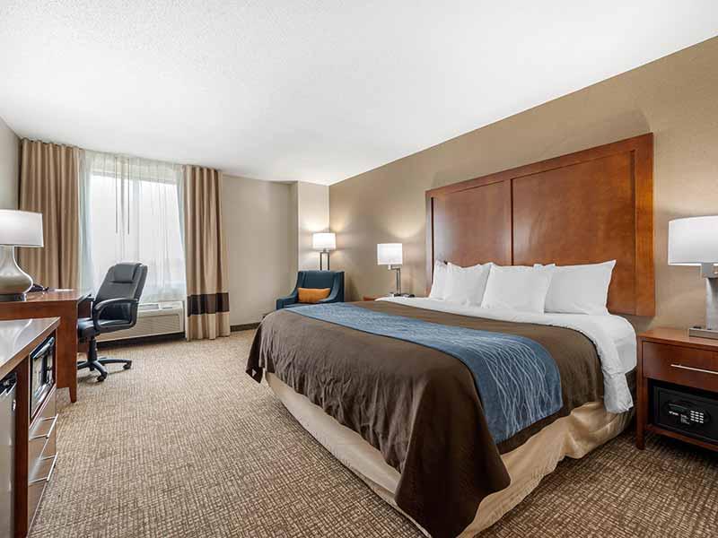 https://comfortinnanderson.com/wp-content/uploads/2019/10/Standard-King-Room-Comfort-Inn-Anderson-Indiana-2.jpg